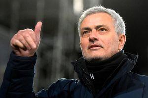 Mức lương ở AS Roma khiến giá trị của Mourinho giảm thê thảm