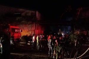 Cháy lớn tại 1 nhà kho ở Khu công nghiệp Phú Bài