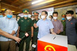 Chủ tịch Quốc hội kiểm tra việc chuẩn bị bầu cử tại Hà Giang