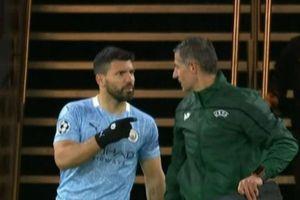 Aguero nhắc trợ lý trọng tài vì sự cố hy hữu
