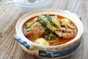 Canh xương thịt heo bắp cải kiểu Hàn Quốc cho bữa cơm gia đình