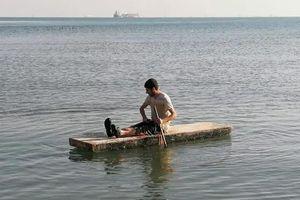 'Địa ngục trần gian' trên con tàu mắc kẹt ở Vịnh Suez