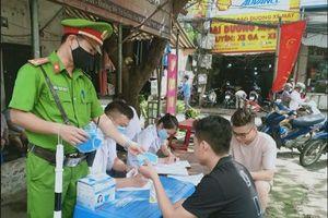 Quận Nam Từ Liêm xử phạt gần 120 triệu đồng đối với những trường hợp không đeo khẩu trang