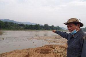 Công trình thoát lũ ở Lào Cai đổ đất lấn dòng chảy thượng nguồn sông Hồng!