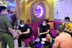 Nguy cơ cao lây nhiễm COVID-19 từ quán bar, karaoke