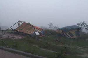 Dông lốc tại Quảng Trị làm tốc mái 106 nhà, sập hai chốt kiểm dịch