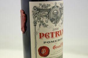 Rượu vang 'du hành' vũ trụ được rao bán với giá 1 triệu USD