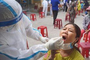 Lấy mẫu xét nghiệm hơn 500 tiểu thương do có nữ nhân viên massage mắc Covid-19 đi chợ