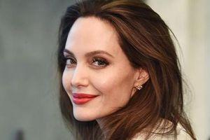 'Nghề siêu khó' của Angelina Jolie: Từ lính cửu hỏa đến sát thủ hay trộm mộ đều có đủ