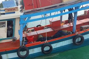 Tạm giữ tàu cá từ vùng biển Campuchia chạy về Việt Nam