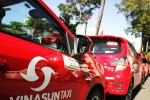 Vinasun Taxi ra mắt dòng taxi màu đỏ và gia tăng kết nối công nghệ