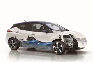'Đọ' cảm giác lái và độ an toàn giữa xe điện với xe xăng