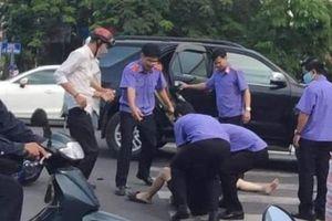 Viện trưởng Viện kiểm sát nhân dân Thừa Thiên Huế đưa người gặp nạn đi cấp cứu