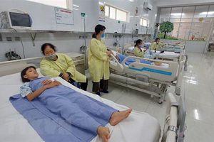 6 trẻ nhập viện nghi ngộ độc thực phẩm sau bữa trưa, một trẻ tử vong