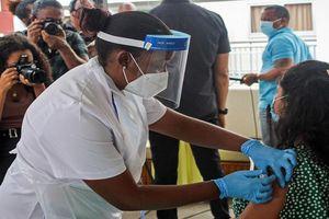 Quốc gia tiêm chủng COVID-19 nhiều nhất thế giới chứng kiến lây nhiễm tăng vọt