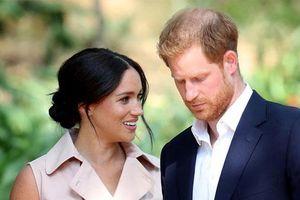 Harry bị sốc vì 'phản ứng lạnh nhạt' của người thân trong Hoàng gia nhưng Meghan lại có thái độ hoàn toàn trái ngược