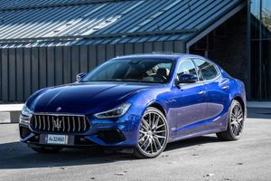 Khám phá Maserati Ghibli Hybrid vừa ra mắt, giá 1,89 tỷ đồng