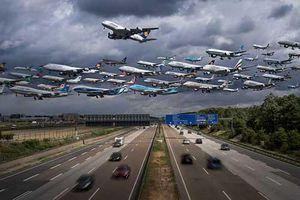 Ấn tượng cảnh hàng trăm chiếc máy bay cùng cất cánh trên bầu trời