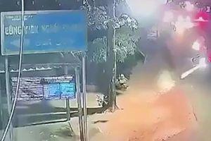 Kinh hoàng với Clip hai nhóm thanh niên nổ súng bắn nhau như phim hành động ở Quảng Ngãi