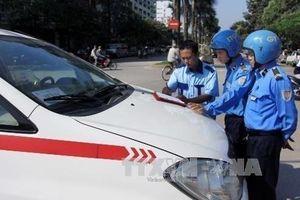 Thanh tra giao thông Hà Nội xử phạt nhiều xe taxi vi phạm