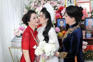 Xuất hiện ảnh chụp khoảnh khắc 'nàng dâu hào môn' thể hiện tình cảm với bà Phương Hằng gây xôn xao