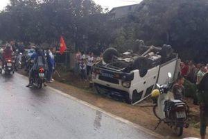 Sơn La: Xe tải lật ngửa trên QL6 khiến 2 người bị thương