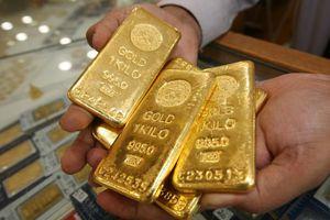 Giá vàng chịu áp lực giảm, lo ngại FED sớm thắt chặt chính sách tiền tệ