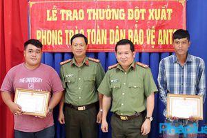 Khen thưởng đột xuất 2 công dân dũng cảm truy bắt tội phạm