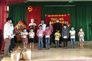 Chùa Đông Yên trao học bổng cho học sinh khó khăn