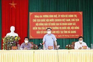 Chùm ảnh: Chủ tịch Quốc hội Vương Đình Huệ kiểm tra công tác bầu cử tại Hà Giang