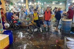 Chợ đầu mối thủy hải sản xả thải trực tiếp ra sông Hậu
