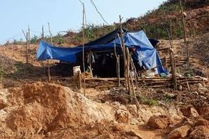 Khai thác vàng trái phép ở Bồng Miêu, bị đất đá vùi tử vong