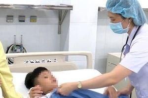 Một trong 6 trẻ bị ngộ độc nặng đã tử vong