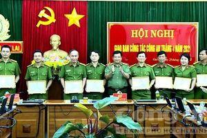 Gia Lai: 8 đơn vị được khen thưởng trong 'chiến dịch' cấp CCCD