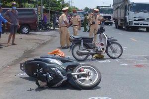 Va chạm xe máy ngã ra đường, 1 người bị xe buýt cán tử vong