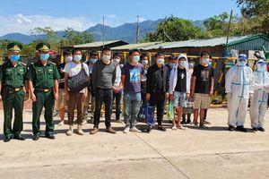 Điện Biên trao trả 13 công dân Trung Quốc xuất nhập cảnh trái phép qua biên giới