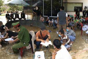 Đột kích 'trường gà' đội lốt Village garden, bắt 47 người đang say sưa sát phạt