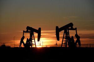 Giá dầu thế giới tăng gần 2%
