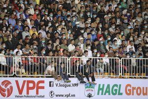 Nóng: Tạm dừng V-League 2021 sau khi cách ly đội SL Nghệ An