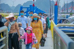 Quảng Ninh dừng đón khách tham quan vịnh Hạ Long