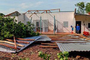 Lốc xoáy làm tốc mái hơn 20 ngôi nhà