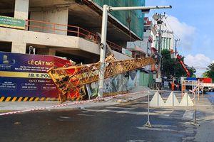 Nhiều người la hét khi cần cẩu ở dự án The Light Phú Yên rơi