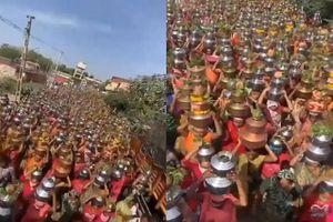 Hàng nghìn người Ấn Độ tụ tập để cầu xin 'ngăn chặn Covid-19'