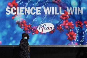 Các hãng dược phẩm lớn phản đối sau khi Tổng thống Mỹ kêu gọi bỏ bằng sáng chế vaccine COVID - 19