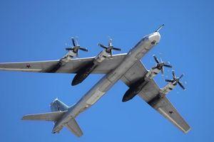 Máy bay ném bom chiến lược Tu-95 сủa Nga khiến Không quân Mỹ rối trí