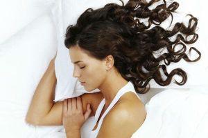 Chăm sóc da khi đi ngủ nhưng chị em lại mắc sai lầm nghiêm trọng với mái tóc