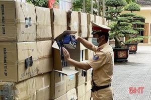 Hà Tĩnh: Bắt giữ xe tải chở 122.500 khẩu trang không rõ nguồn gốc xuất xứ
