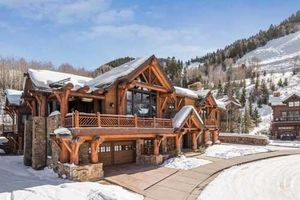 Ngắm biệt thự gỗ dẹp lung linh đang được rao bán với giá 45 triệu USD