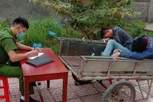 Nghệ An: Người dân mật phục, tóm gọn 2 'cẩu tặc'.