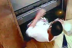 Cậu bé 13 tuổi tử vong vì tai nạn thang máy chung cư: Video hiện trường gây ám ảnh